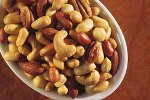 Орехи помогают бороться с холестерином