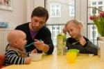 Уход отца из семьи сказывается на том, станет ли сын молодым отцом