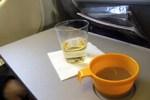 Исследователи выяснили, почему еда в самолете бывает безвкусной