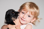 Найден верный способ защитить ребенка от аллергии