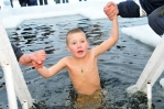 Нужно ли погружать в крещенскую прорубь детей?