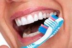 Как безопасно отбелить зубы в домашних условиях?